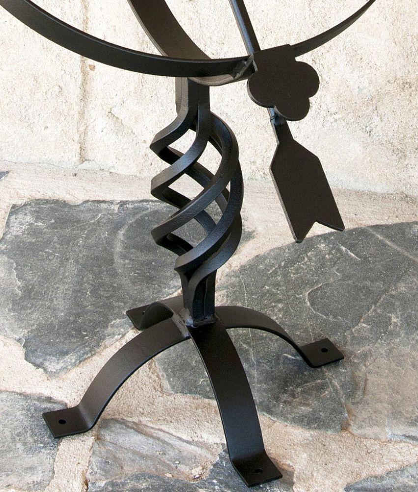sonnenuhr schwarz aus metall schmiedeeisen wetterfest 72cm. Black Bedroom Furniture Sets. Home Design Ideas