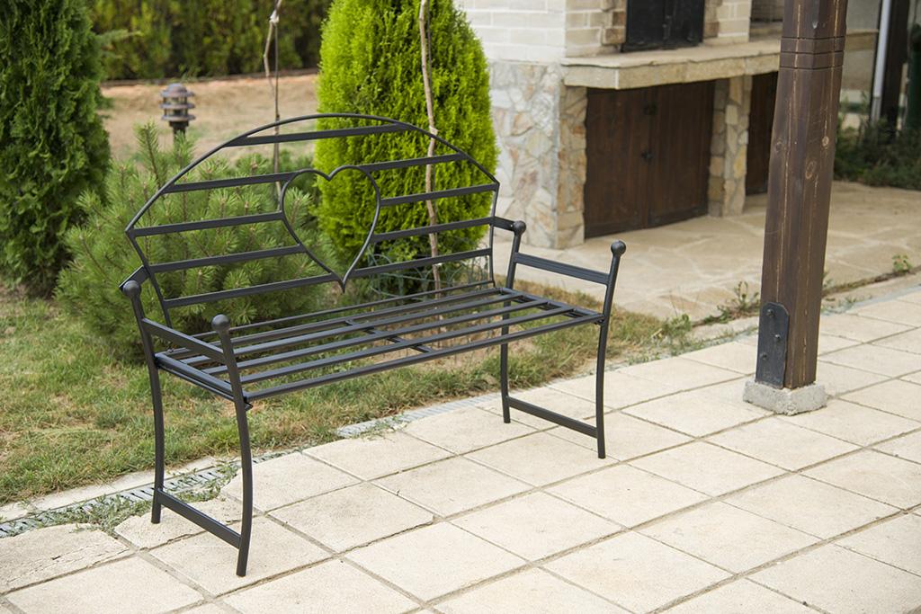 Gartenbank mit herz aus metall schwarz bank 122 cm for Garten herz aus metall