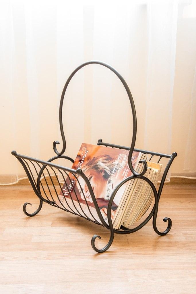 zeitungskorb zeitungsst nder aus metall h 52 cm zeitungshalter beistelltisch ebay. Black Bedroom Furniture Sets. Home Design Ideas